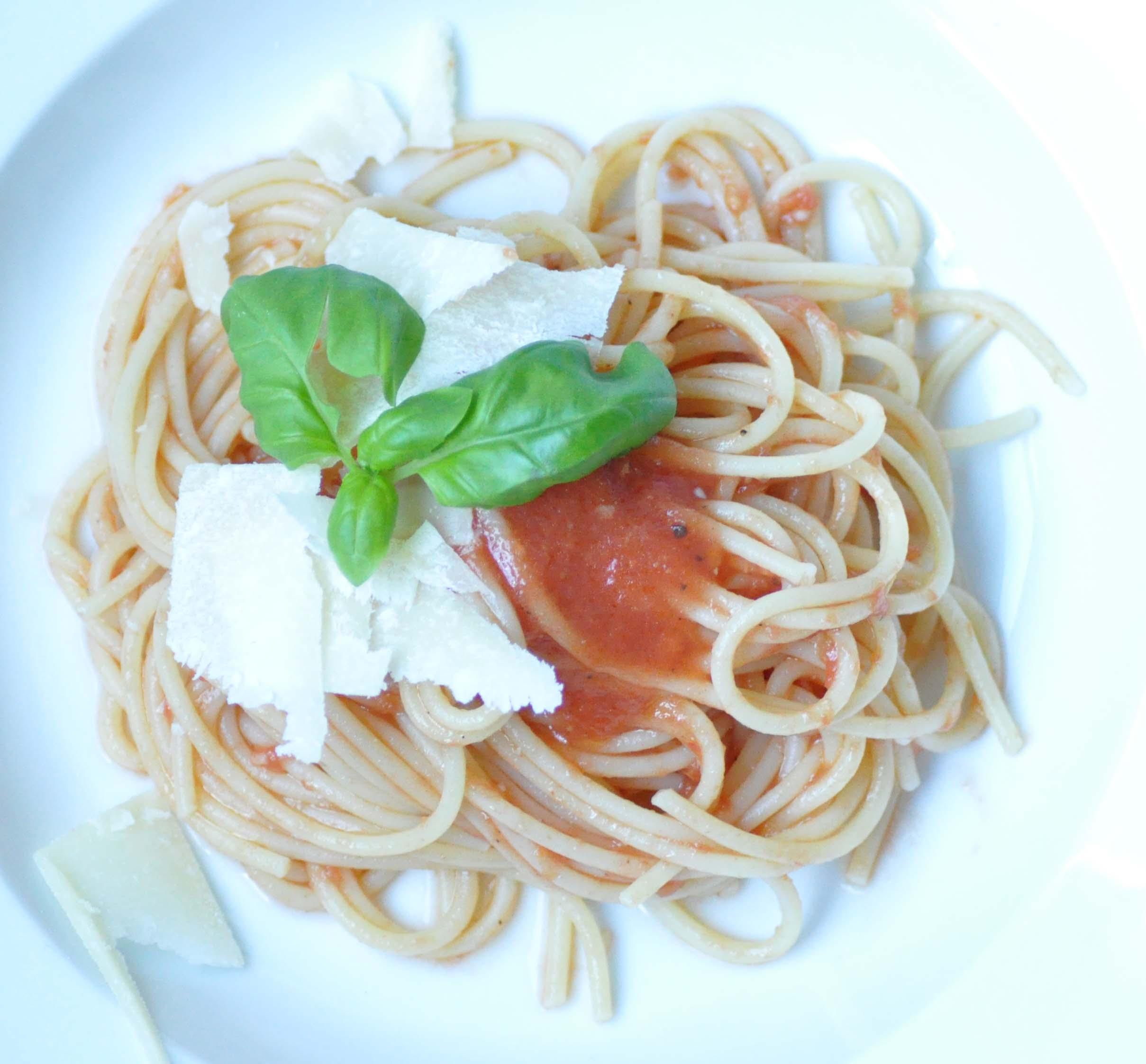 raw tomatoe sauce