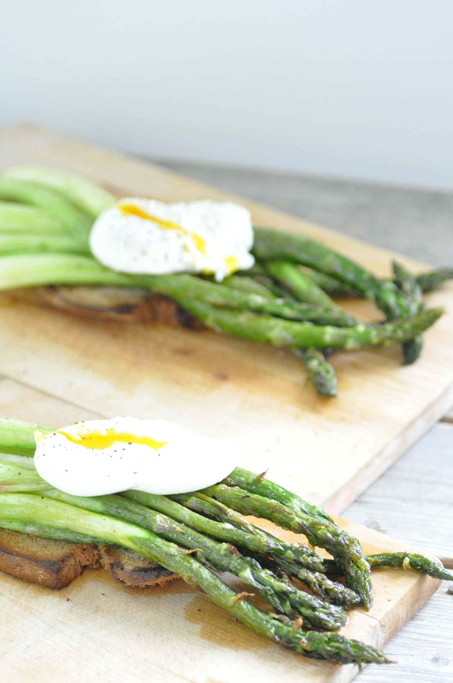 green asparagus with poaches egg_bearbeitet-1